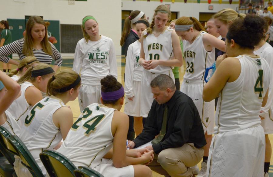 Girls+basketball+falls+to+C.R.+Kennedy+