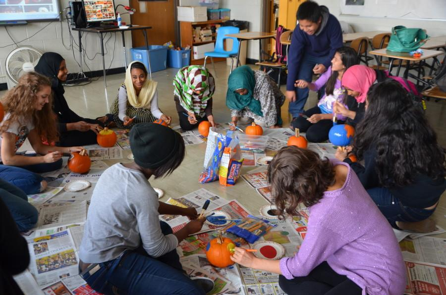 French+Club+and+ELL+students+decorate+pumpkins+