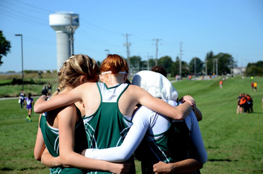 Girls+cross+country+races+forward