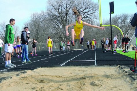"""Track and field teams head to """"Blue Oval"""" for Drake Relays"""