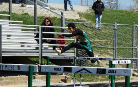 Boys track and field team competes at Hollingsworth Relays