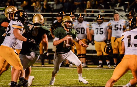 QB Evan Flitz '18 moves in the pocket during the third quarter against Southeast Polk. Photo by Nick Pryor