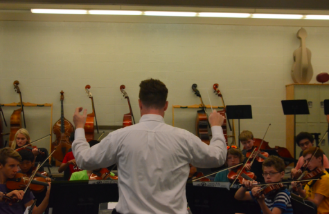 Jonathan Welch conducts the freshman orchestra.