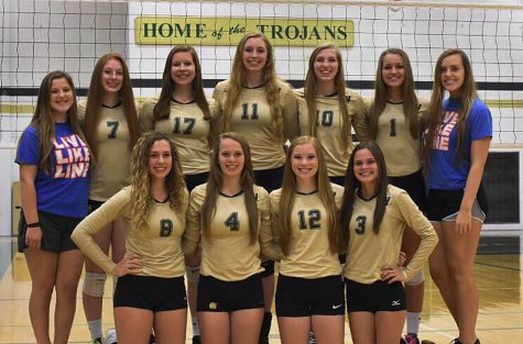 Volleyball: nine seniors leave Trojan court with a win