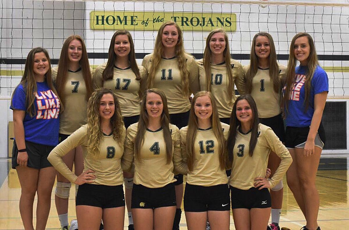 The senior volleyball players and managers stand together for a photo. Photo courtesy of Jodi Ford. (Back row, left to right: Kaitlyn Chelf, Emma Norris, Maddie Fay, Emily Halvorson, Ali Tauchen, Aubrey Sowers, and Katie Fliehler. Front row left to right: Gabi Delsing, Madi Ford, Gabby Klemme, and Carson Miller.)