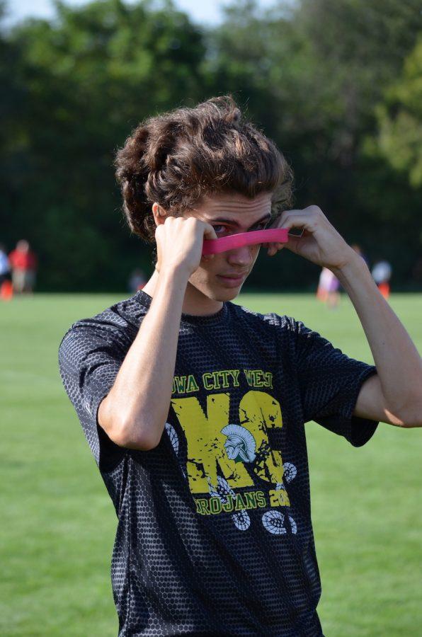 Daniel+Neese+%2718+adjusts+his+headband+before+a+race.
