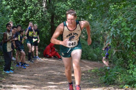 Girls cross country team hosts first annual Iowa City West Early Bird Invitational