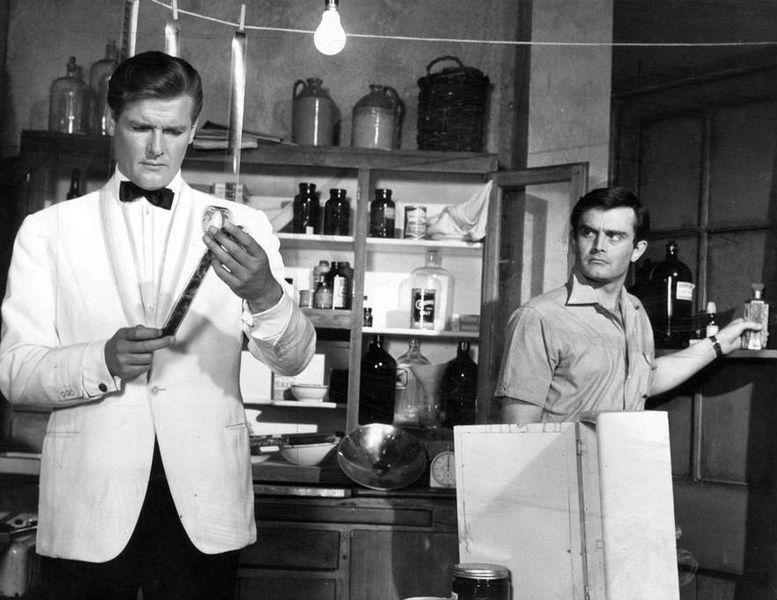Roger Moore, former James Bond actor dies