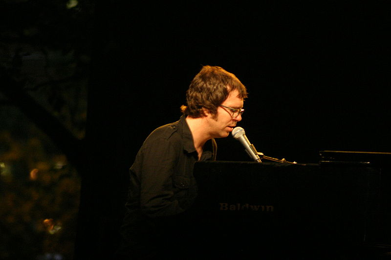 Ben Folds excels at tour kick-off in Davenport