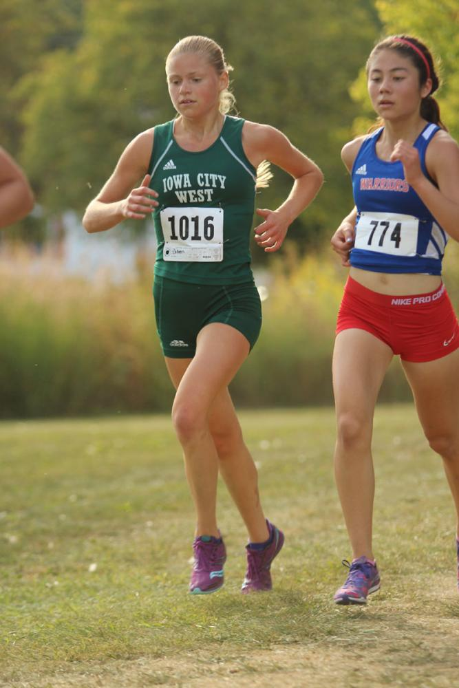 Colleen+Bloeser+%2718+passes+another+runner.+She+placed+7th+with+a+time+of+19%3A34+on+Thursday%2C+Sep.+7.
