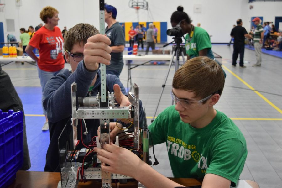 Yegor+Kuznetsov+%2720+and+Kaleb+McClenathan+%2718%2C+the+teams+two+programmers%2C+make+repairs+on+the+Trobotix+8696+robot+before+a+match.