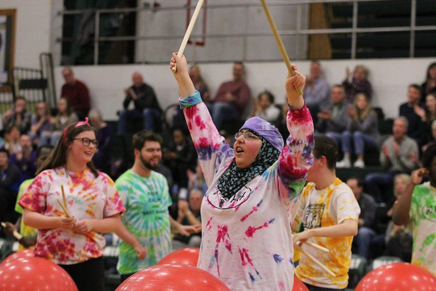 Student groups highlight basketball halftime
