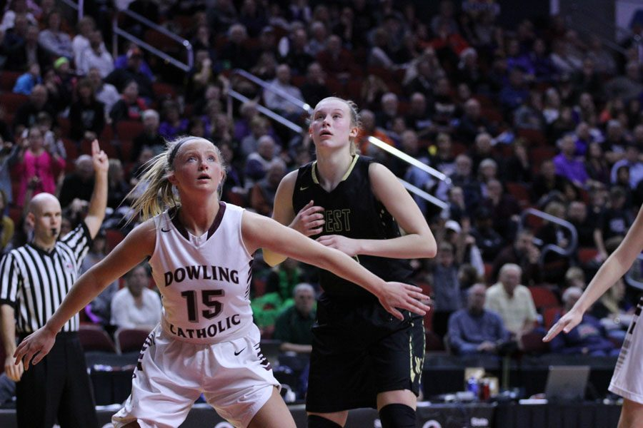 Emma+Koch+%2719+gets+boxed+out+by+Dowling%27s+Kaitlyn+Moses+%2718+during+the+second+half+of+the+game+on+Monday%2C+Feb.+26.