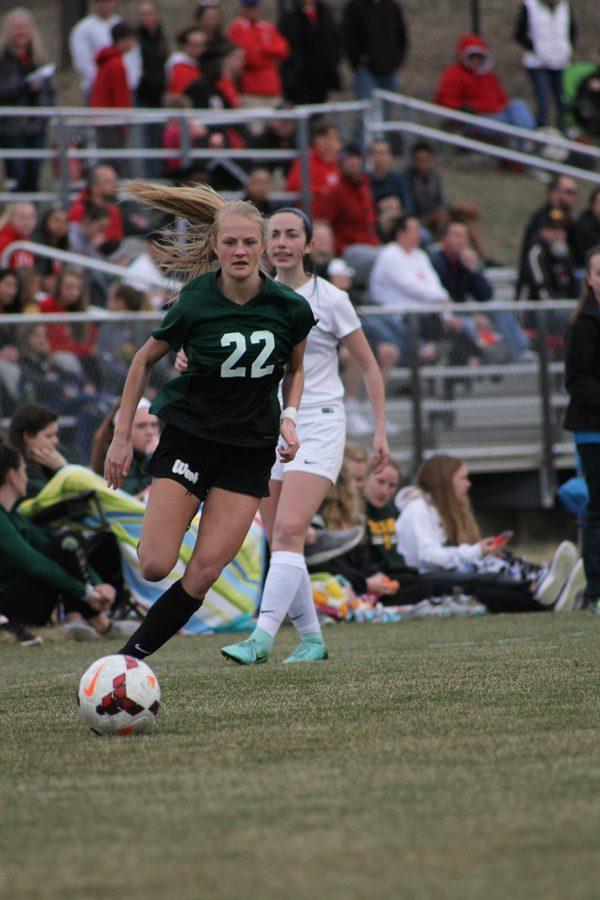 Lizzie Raley '18 runs after the ball during the second half of the game on Friday, April 20.