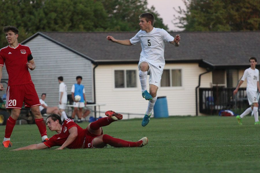 Boys soccer overcomes Cedar Rapids Washington