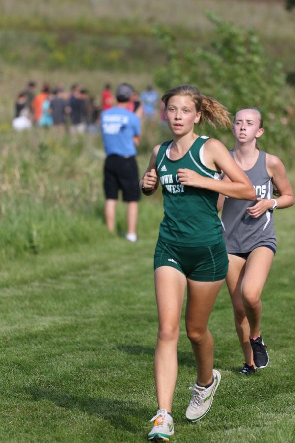 Annabel+Hendrickson+%E2%80%9921+paces+herself+during+the+first+mile+of+the+JV+race+on+Thursday%2C+Aug.+23.+She+placed+7th+in+23%3A34.