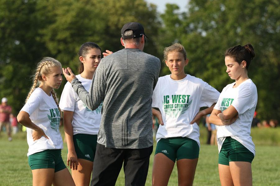 Coach+Mike+Parker+prepares+sophomores+Maddy+Negley%2C+Anna+Moore%2C+Lucy+Westemeyer+and+Kiara+Malloy-Salgado+before+the+varsity+race+on+Thursday%2C+Aug.+23.