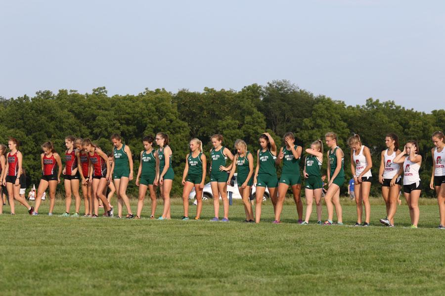 The+varsity+team+lines+up+at+the+start+line+before+the+race+on+Thursday%2C+Aug.+23.