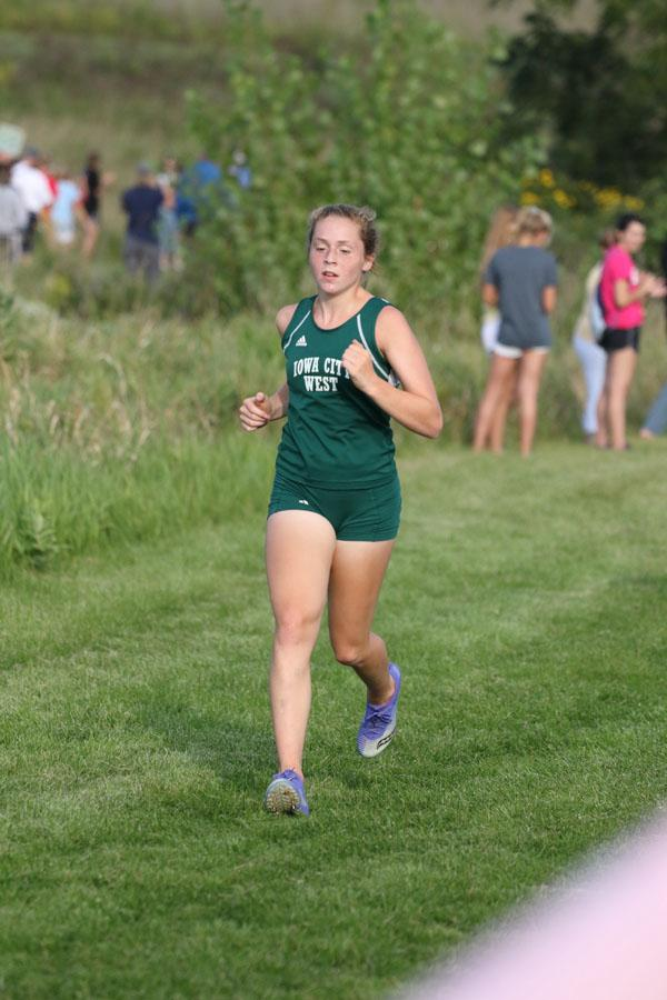 Natalie+Katz+%2720+runs+by+the+first+mile+marker+during+the+varsity+race+on+Thursday%2C+Aug.+23.+She+placed+32nd+in+22%3A27.