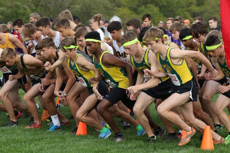 The+varsity+teams+run+off+the+starting+line+at+the+beginning+of+the+race+on+Thursday%2C+Sept.+27.+