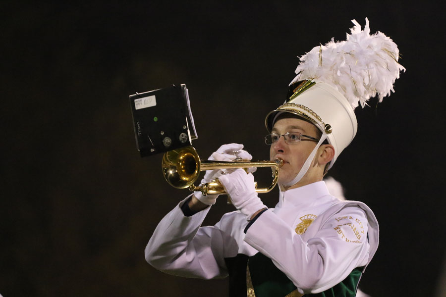 James+Mons+%2719+plays+a+solo+during+the+marching+band%27s+halftime+performance+on+Friday%2C+Oct.+12.