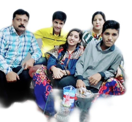 Naz%27s+sister%2C+Amir%2C+poses+with+her+family.+Samina+is+very+close+with+her+nieces+and+nephews.+Photo+provided+by+Samina+Naz.