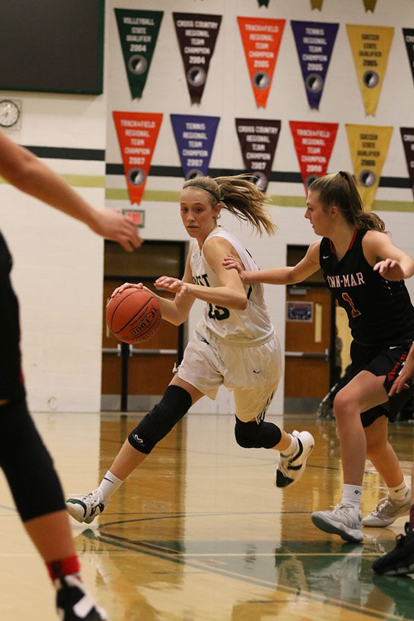 Audrey+Koch+%2721+drives+towards+the+basket+while+Linn-Mar%27s+Keegan+Krejca+%2721+tries+to+stop+her+during+the+second+half+on+Friday%2C+Jan.+4.