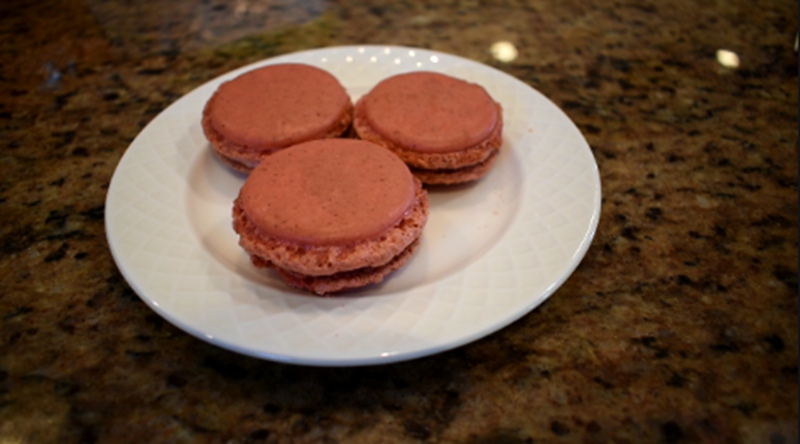 Strawberry Macarons in 2 minutes