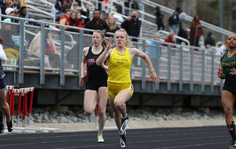Track teams push to qualify for Drake Relays