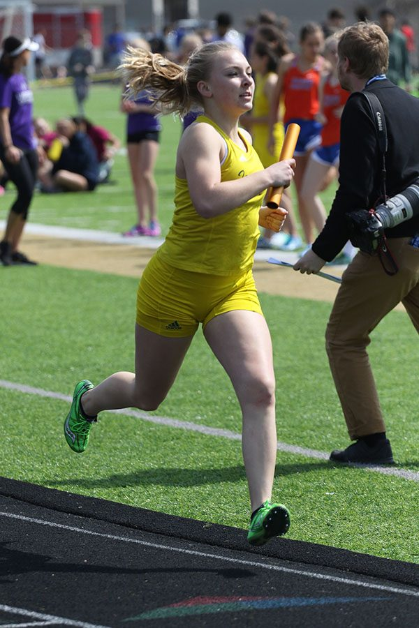 Katie Hoefer 21 runs the first leg of the 4x800 meter relay on Saturday, April 6. The relay team placed third in 10:30.13.