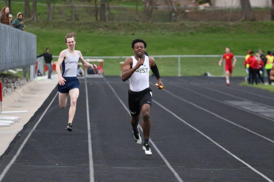 Fabian+Brown+%2721+runs+a+relay+during+a+track+meet.+