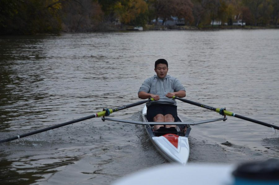 Jim+Li+%2721+rows+hard+on+a+cold+day+in+a+race+between+him%2C+the+team+boats+and+the+doubles.