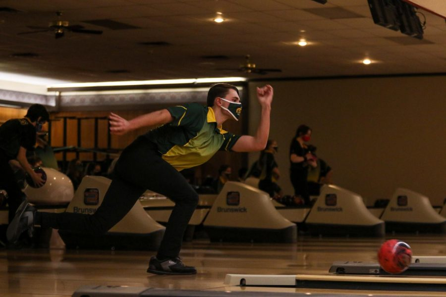 Ryan+Bys+%2722+bowls+a+strike+against+Kennedy+on+Dec.+18.