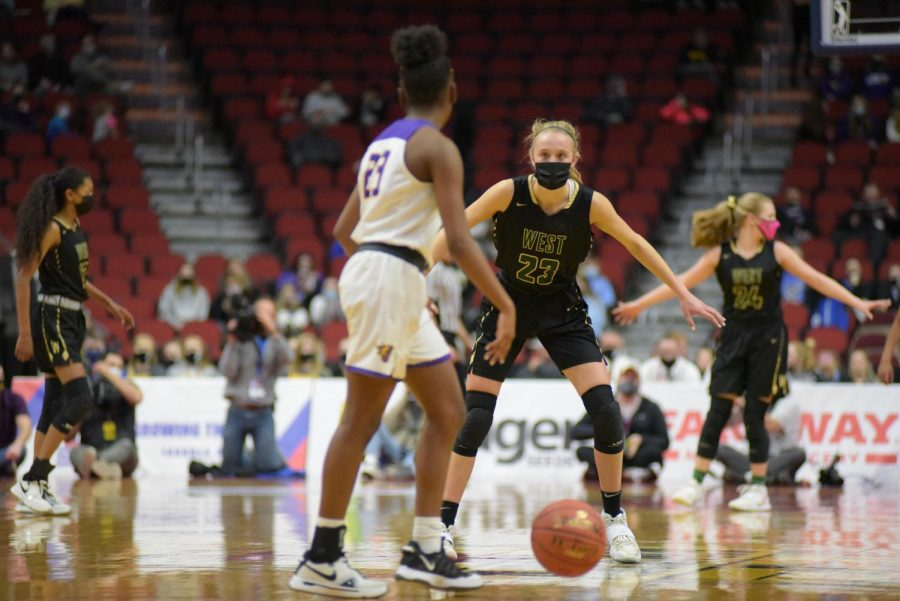 Audrey Koch '21 guards Johnston March 4 at the 5A state semi-final game.