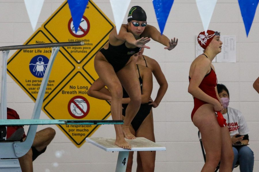 Aurora+Roghair+%2721+waits+to+jump+into+the+water+to+swim+her+leg+of+the+400+freestyle+relay+at+the+Mercer+Park+Aquatic+Center+on+Oct.+17.