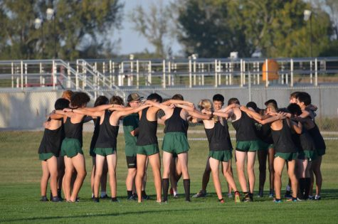 The entire team huddles before JV race.